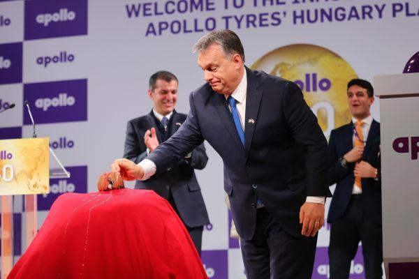 Kókuszdiót törtek Orbánék a legújabb hazai óriásüzemben