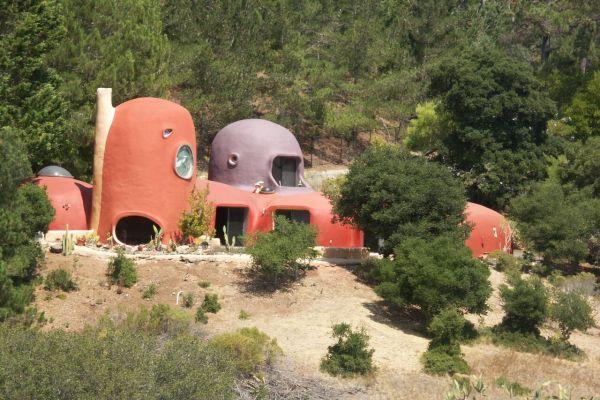Így néz ki a Flintstone ház 2015-ben