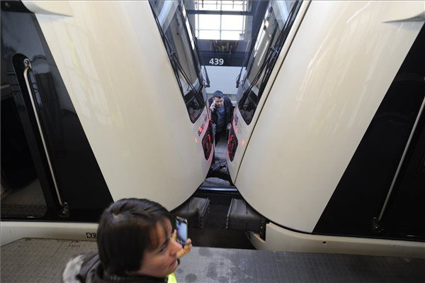 Így koccant két metrókocsi reggel a Pillangó utcánál