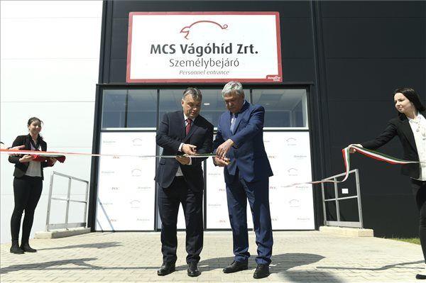 Orbán és Csányi együtt avatták a mohácsi vágóhidat