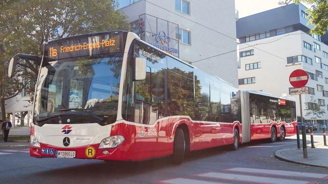 Óriási, 20 méteres buszokat vet be a zsúfoltság ellen Bécs