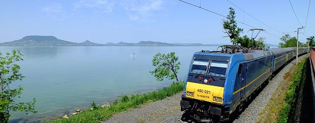 Szombattól már nem kell szívni a Balatonra vonatozóknak