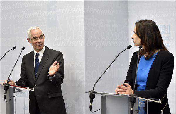 Balog Zoltán, az emberi erőforrások minisztere és Sophie Karmasin osztrák család- és ifjúságügyi miniszter (MTI Fotó: Máthé Zoltán)