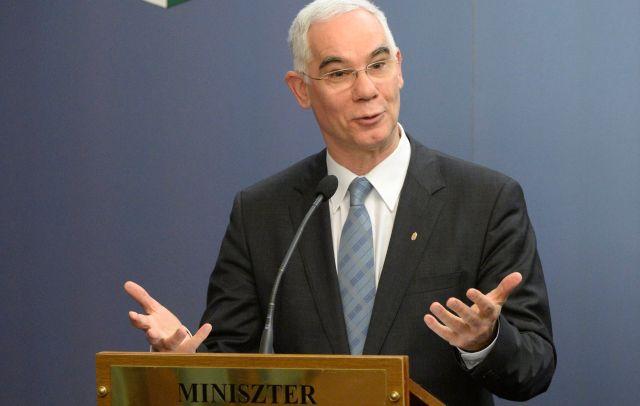 Balog Zoltán, az EMMI minisztere. Van gond elég