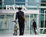 Szeptember végéig nem módosíthatják a feltételeket a bankok