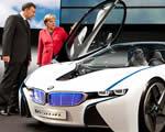 A németek nagyasszonya autók között
