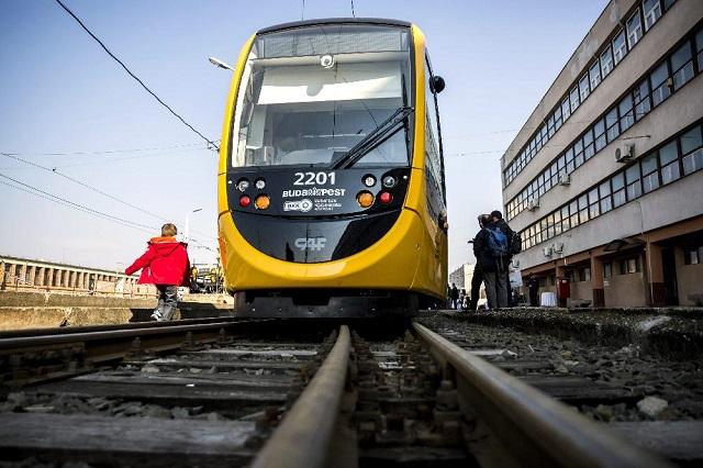 Többtucatnyi trolibusz és villamos jön Budapestre