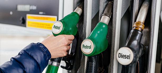 Olcsóbb lesz a benzin pénteken