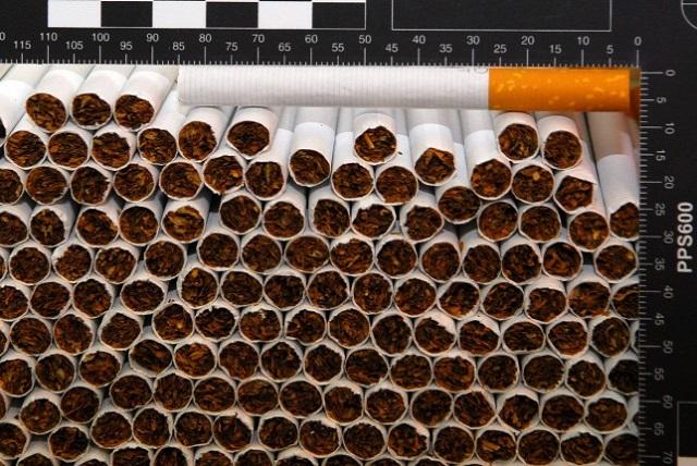 Tehervagonban, bicajon és saját testükre erősítve csempészték volna a cigit