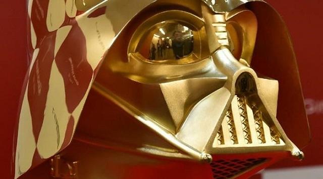 400 millióért az öné lehet az aranyból öntött, japán Darth Vader-maszk