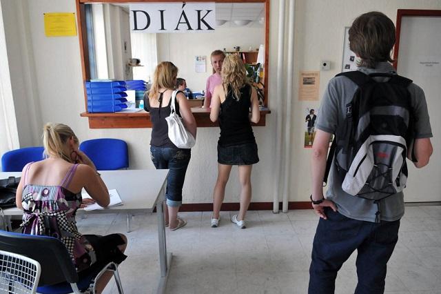 A diákok sem menekülhetnek a NAV elől