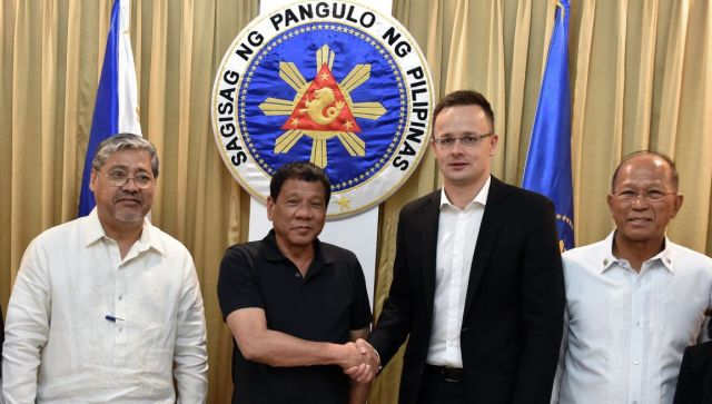 Áprilisban Szijjártó járt Duterténél