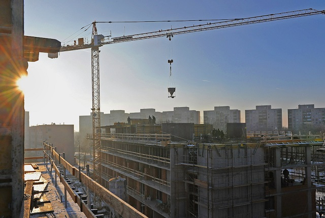 10-15 ezer szakmunkás hiányzik az építőiparból