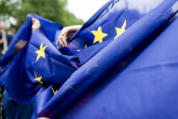 Brüsszel szankciókkal sújtja a magyar kormány partnerét