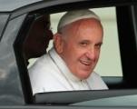 Elárverezik Ferenc pápa Fiatját