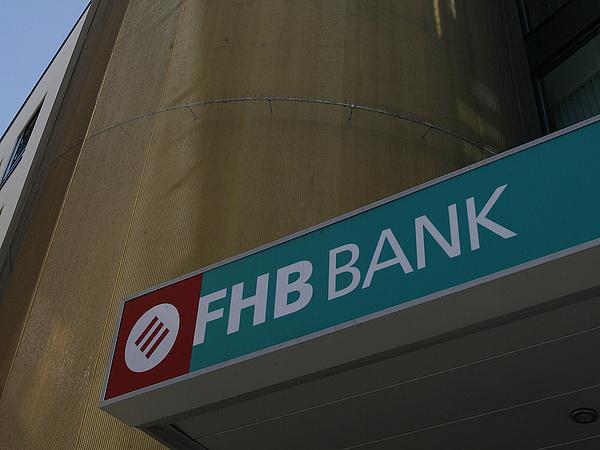 Hivatalos: rárepülhet az FHB-ra a Takarékbank