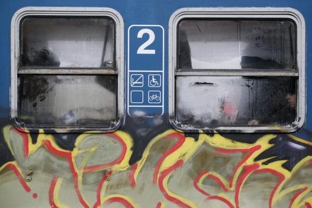 Százmilliókból vakarja le a graffitiket a szerelvényeiről a MÁV