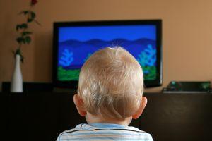 A tévé vigyáz a szegény magyarok gyerekeire