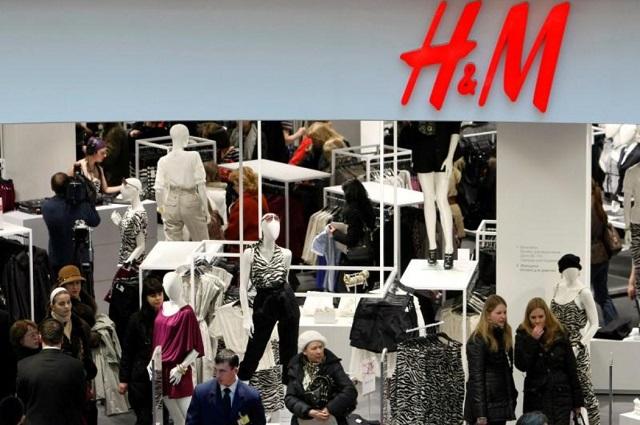 Évi 12 tonna új ruhát éget el a H&M