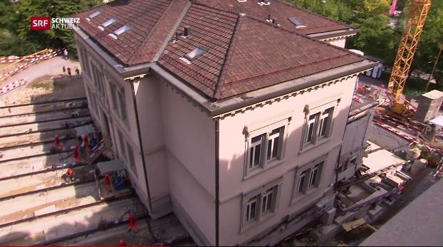 Arrébb toltak egy 140 éves, 3600 tonnás villát Svájcban