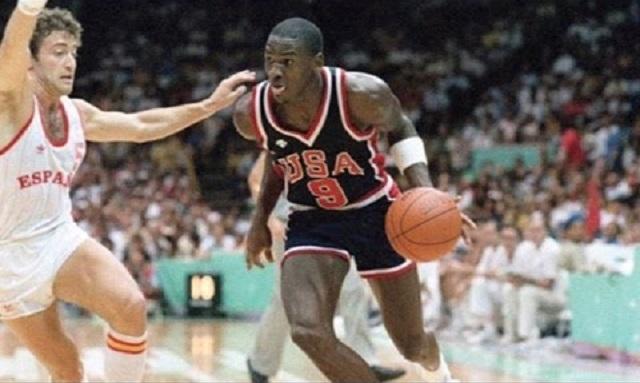 Rekord: több mint 190 ezer dollárért kelt el Michael Jordan sportcipője