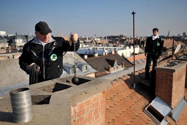Megszűnik a családi házak kötelező kéményellenőrzése