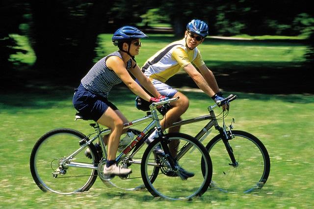 100 milliárdból épülnek kerékpárutak