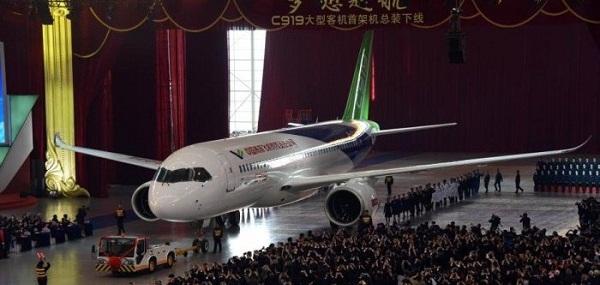 Bemutatták az első kínai utasszállító repülőgépet