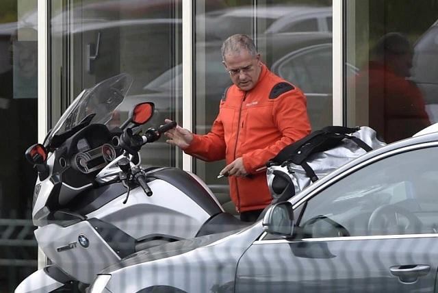 Kósa Lajos egy motorkerékpárral