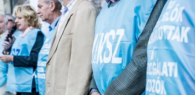 Kékbe öltöznek az elégedetlen közszolgák