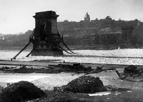Megszenvedte az ország a háborút: a Lánchíd lerombolva, a főváros is romokban