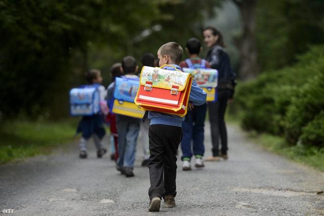 Százezer diák nem a közoktatásban tanul: milliós lehet a tandíj