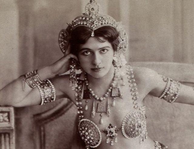 100 éve végezték ki Mata Harit