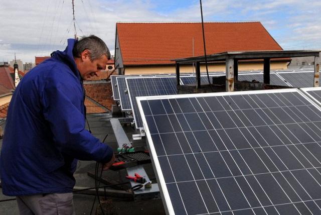 Több ezer napelemet telepítenek a magyar háztartások