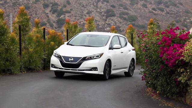 Egy töltéssel 400 kilométert bír menni a Nissan új elektromos autója