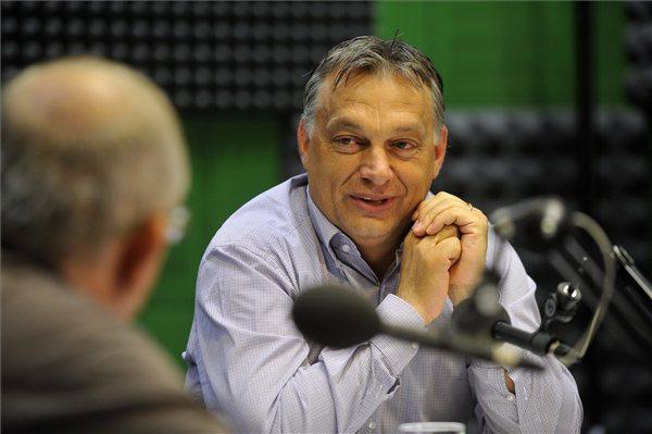 Orbánék generációja is megjelent a nyugdíjasok között