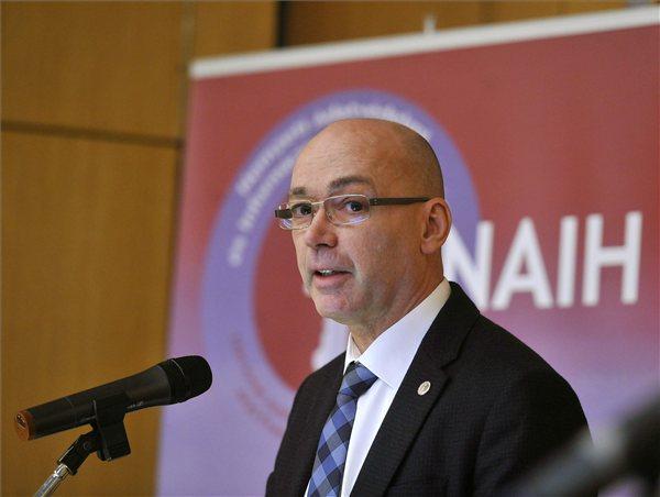Péterfalvi szerint lépni kell a magyar vállalatoknak