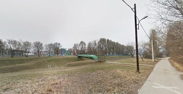 Indóház: A zöld csőhíd vonalában épülne a gyalogoshíd