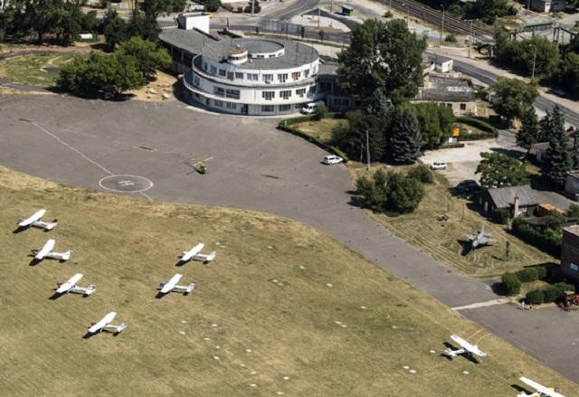 Megkapta a budaörsi repteret Habony és Rogán helikopteres haverja