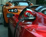 Tesla Roadster töltőre dugva