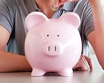 Enyhén csökkentek a fizetések - ennyit viszünk haza átlagban