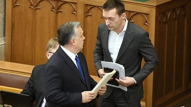 Rogán Antal Orbán Viktor miniszterelnökkel a Parlamentben tavaly decemberben