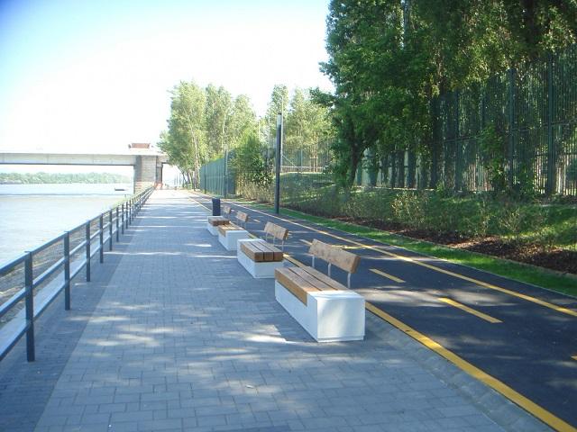 Elkészült, ilyen lett a Duna Aréna rakparti sétánya (fotók)