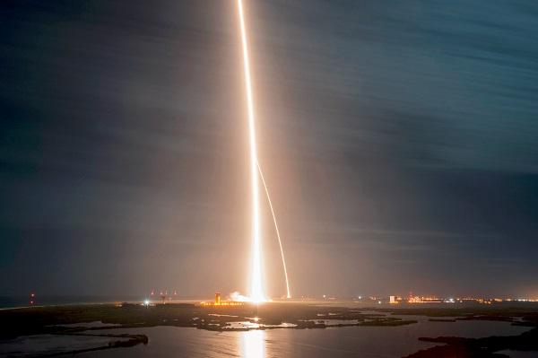 Már jövőre megkerülheti a Holdat két űrturista