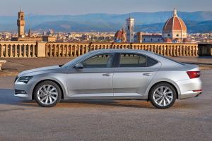 7,2 milliárdért vesznek autókat a külképviseletekre Szijjártóék