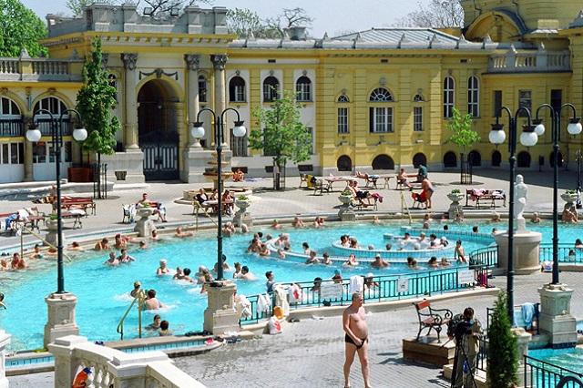 Rendesen megszálljuk a fürdővárosokat a hosszú hétvégén