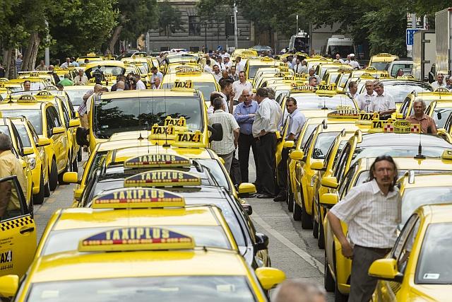 Itt a végső szám: átlagosan 14 százalékos tarifaemelést kérnek a taxisok