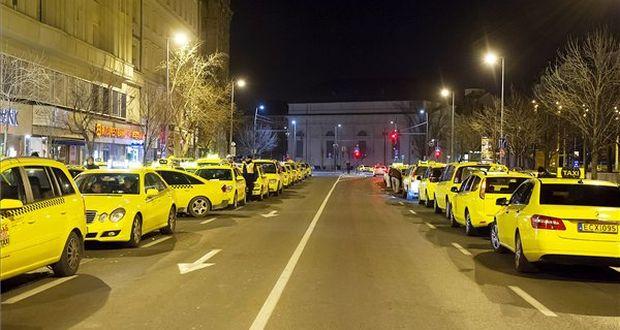 Taxisok a Bajcsy-Zsilinszki úton (Forrás: MTI)