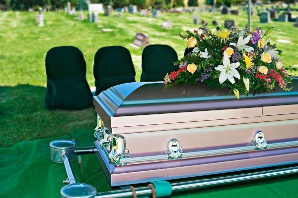Összehasonlíthatók lesznek a temetkezési árak