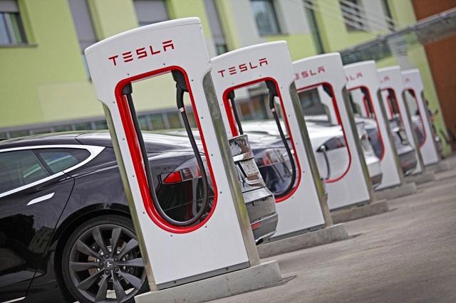 Szinte ingyen tankolhat majd, akinek benzines autója lesz?